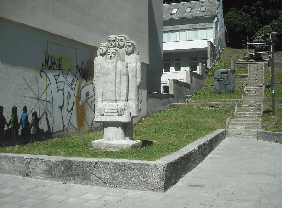 skulptura_kanklininkas_su_vaikais_antinis