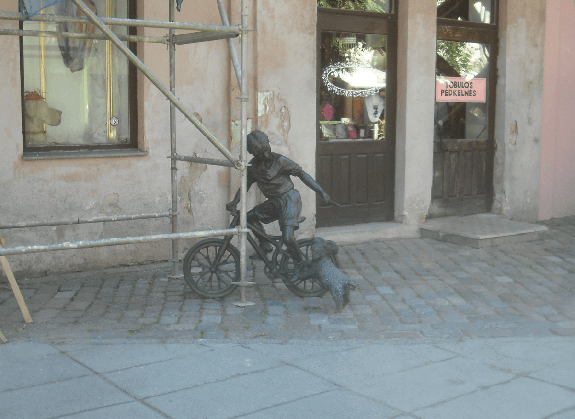 skulptura_neziopsok_balciunas
