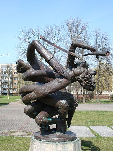 Svente_skulptorius_Antinis_jaunesnysis